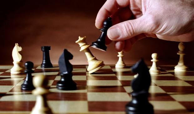 Playing-Chess-620x366